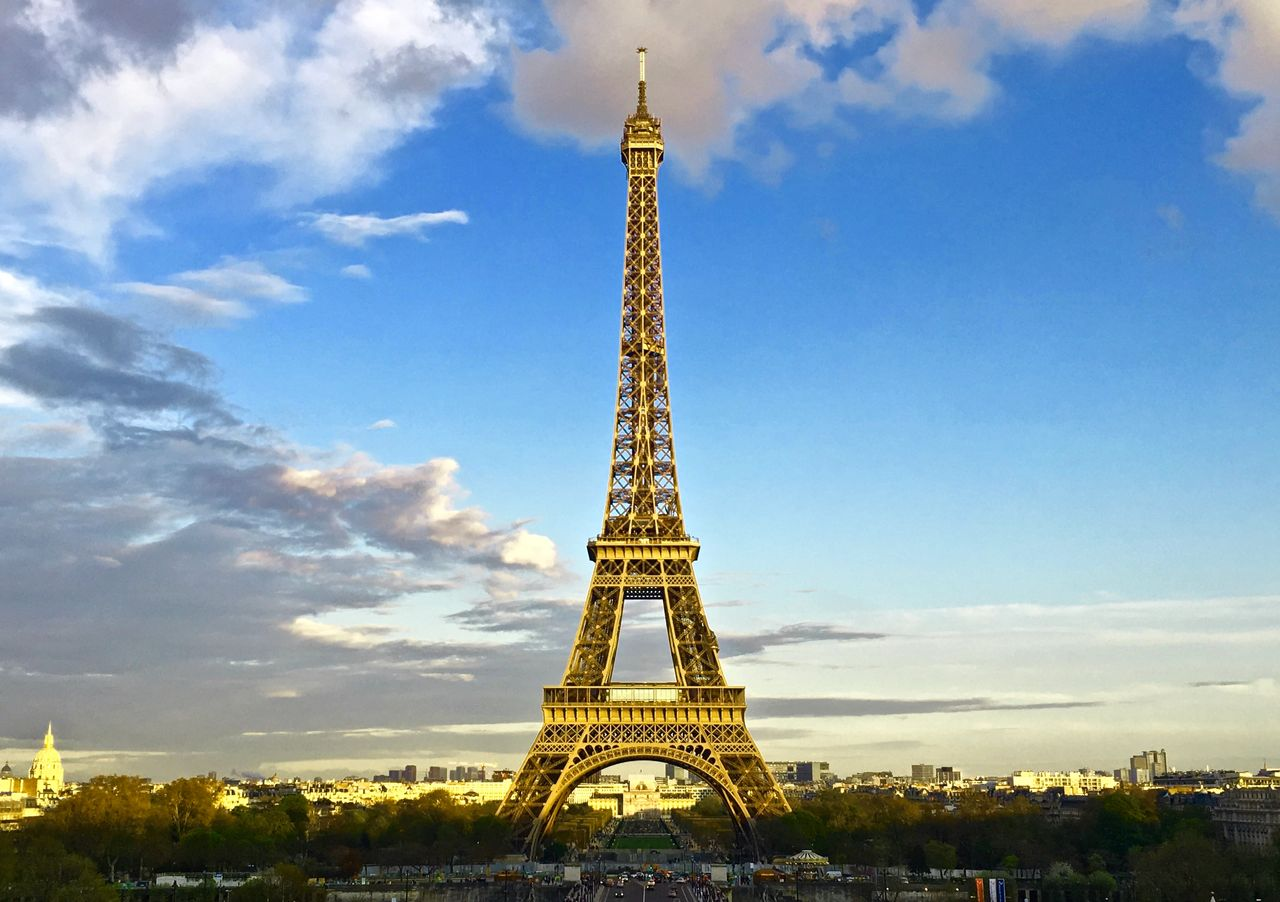 My favorite photo of the Eiffel Tower in a golden sunset