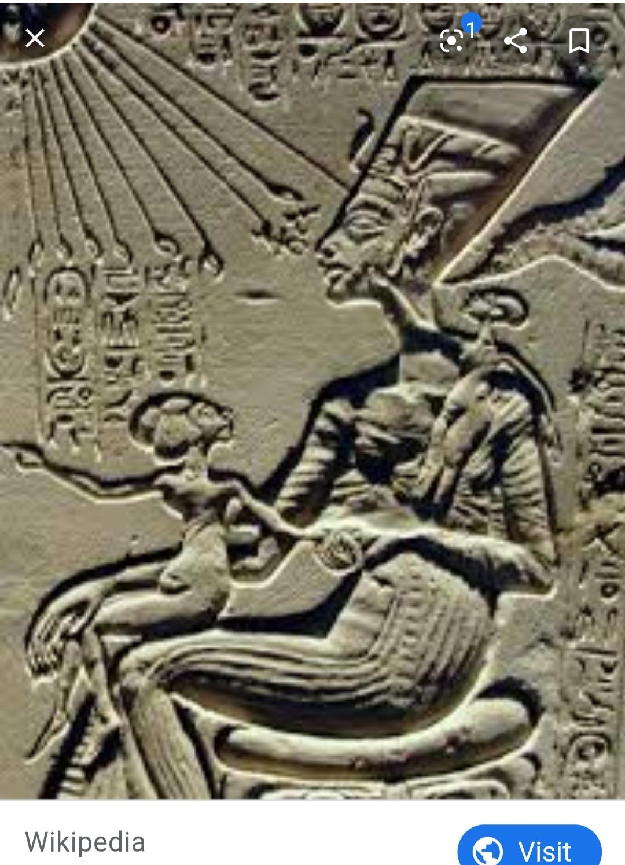 Meketaten situated on her mother, Nefertiti's lap