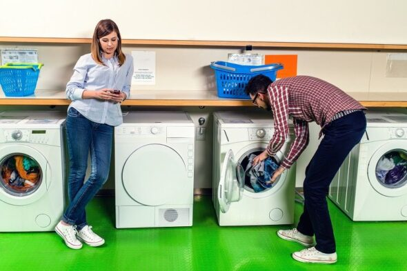 Young-Couple-In-The-Laundromat-cm