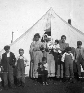 A big family in front of a tent, black and white (271 x 300)