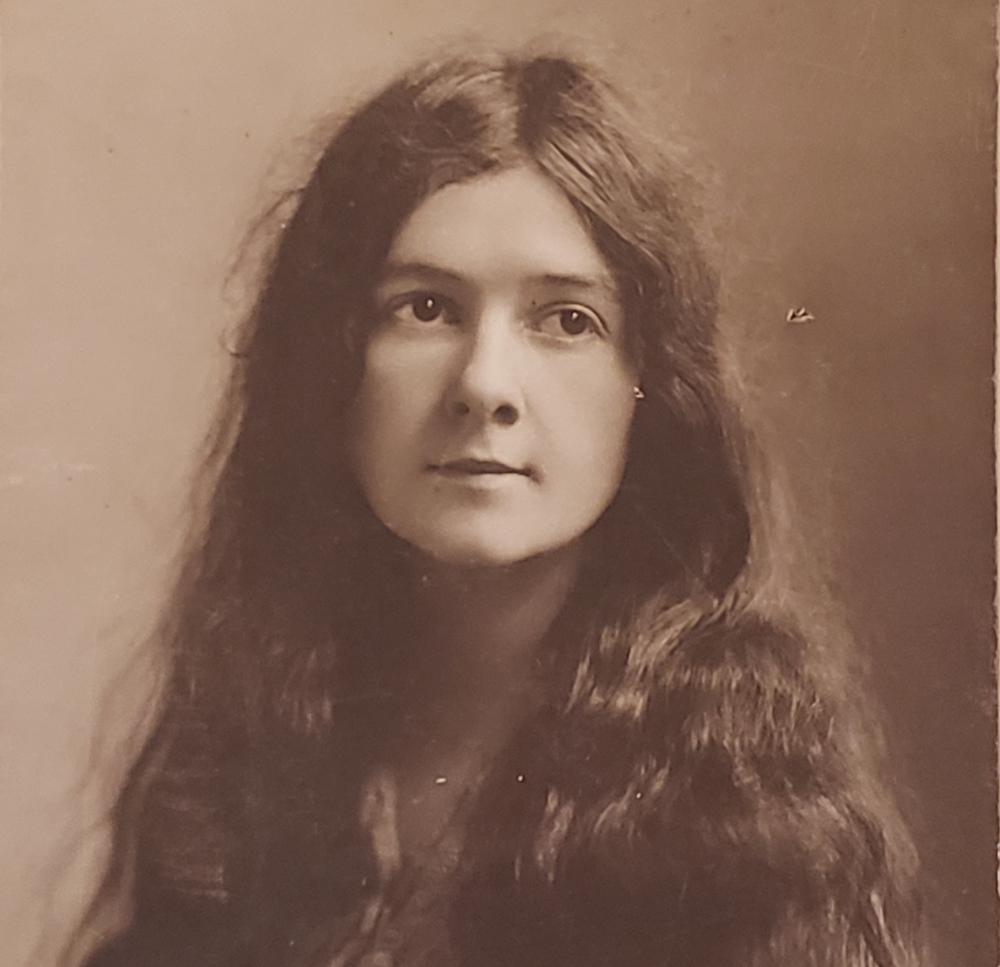 Woman with long wavy hair (sepia; 300 x 290)