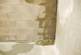أضرار تسرب المياه على المباني وصحة الأفراد