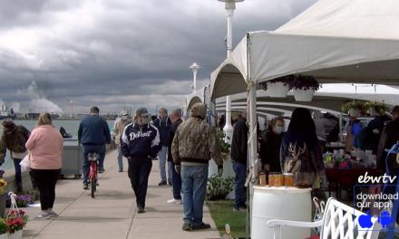 Hundreds Flock to Riverfront Farmers Market