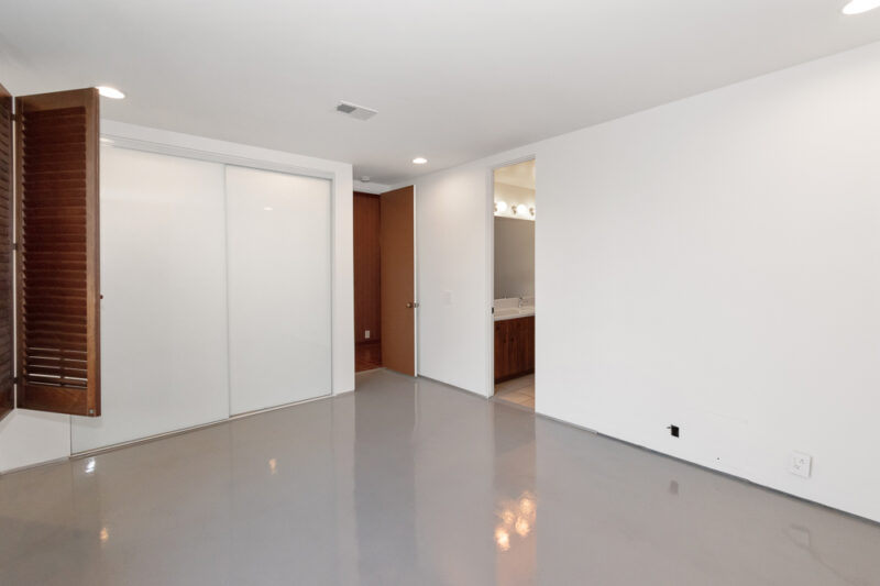2285 N Hobart Blvd 18