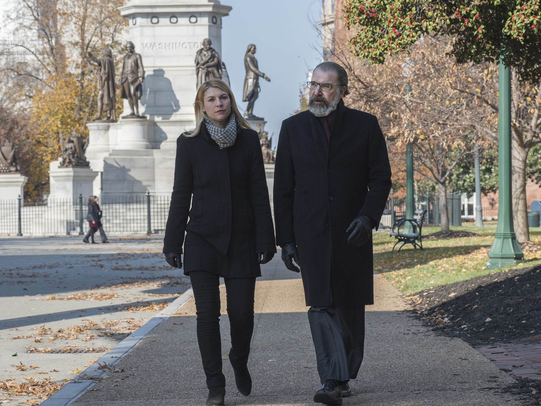 Claire Danes as Carrie Mathison and Mandy Patinkin as Saul Berenson in HOMELAND (Season 7, Episode 06). - Photo: Antony Platt/SHOWTIME