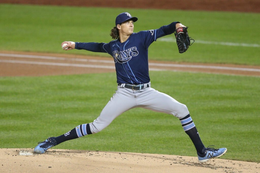 Tyler Glasnow pitching for the Rays