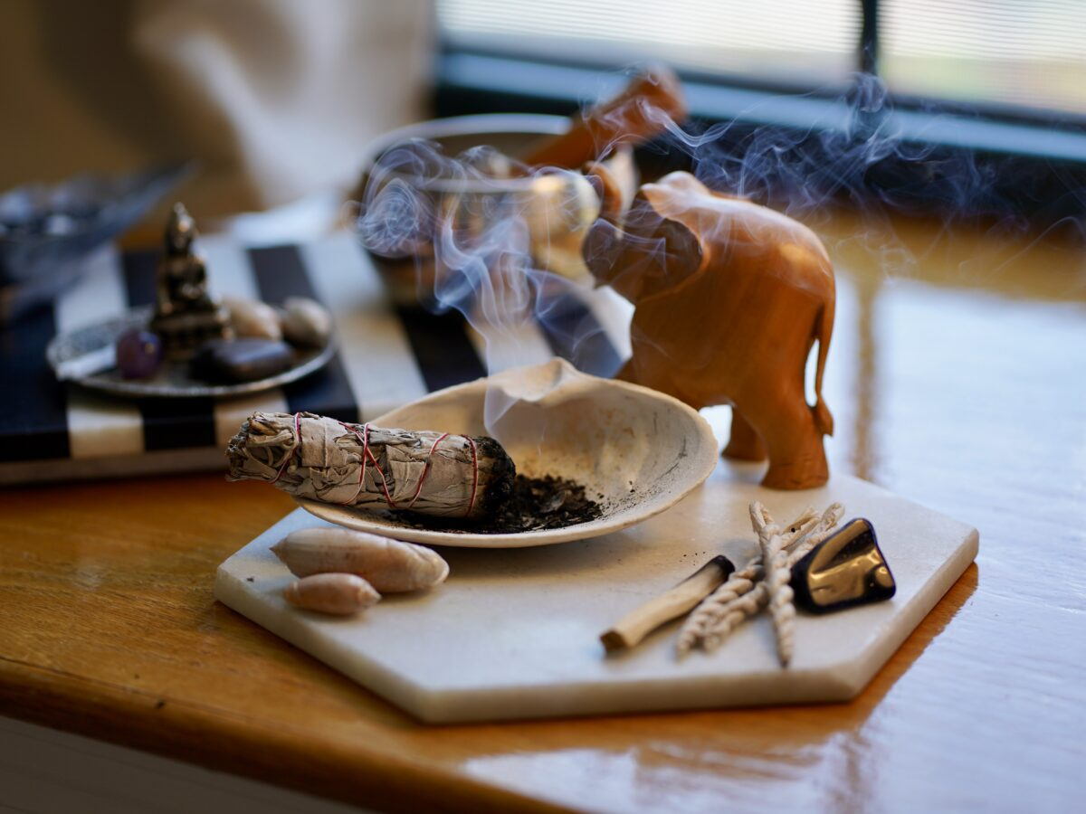 Saging 101_How to Properly Sage_House of Healer