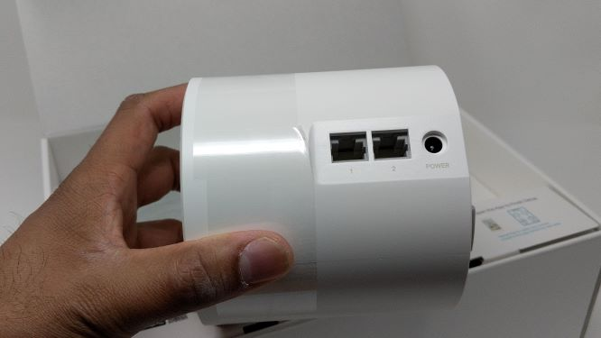 2 Gigabit ports and power port on back of Deco X20 WiFi 6 Device