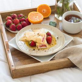草莓薄饼配小精灵焦糖 早午餐或床上早餐食谱
