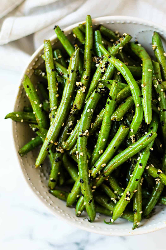 The Best of Whole30 Recipe Roundup l sesame garlic green beans