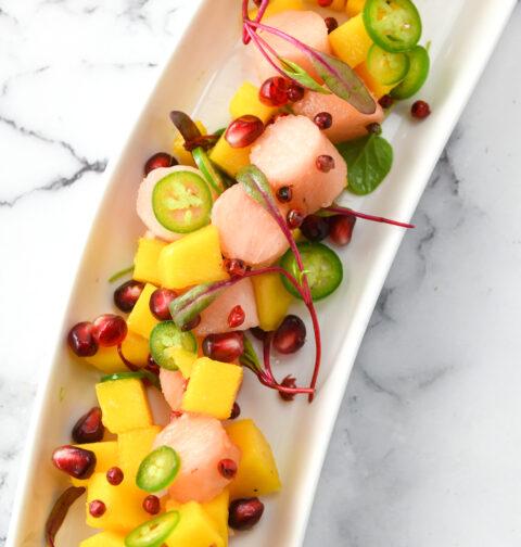 粉红菠萝和芒果酸橘柏林赫塔亞博汁腌鱼