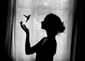 bird-black-and-white-girl-photography-pretty-Favim.com-426415