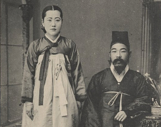 A Joseon yangban and his wife.
