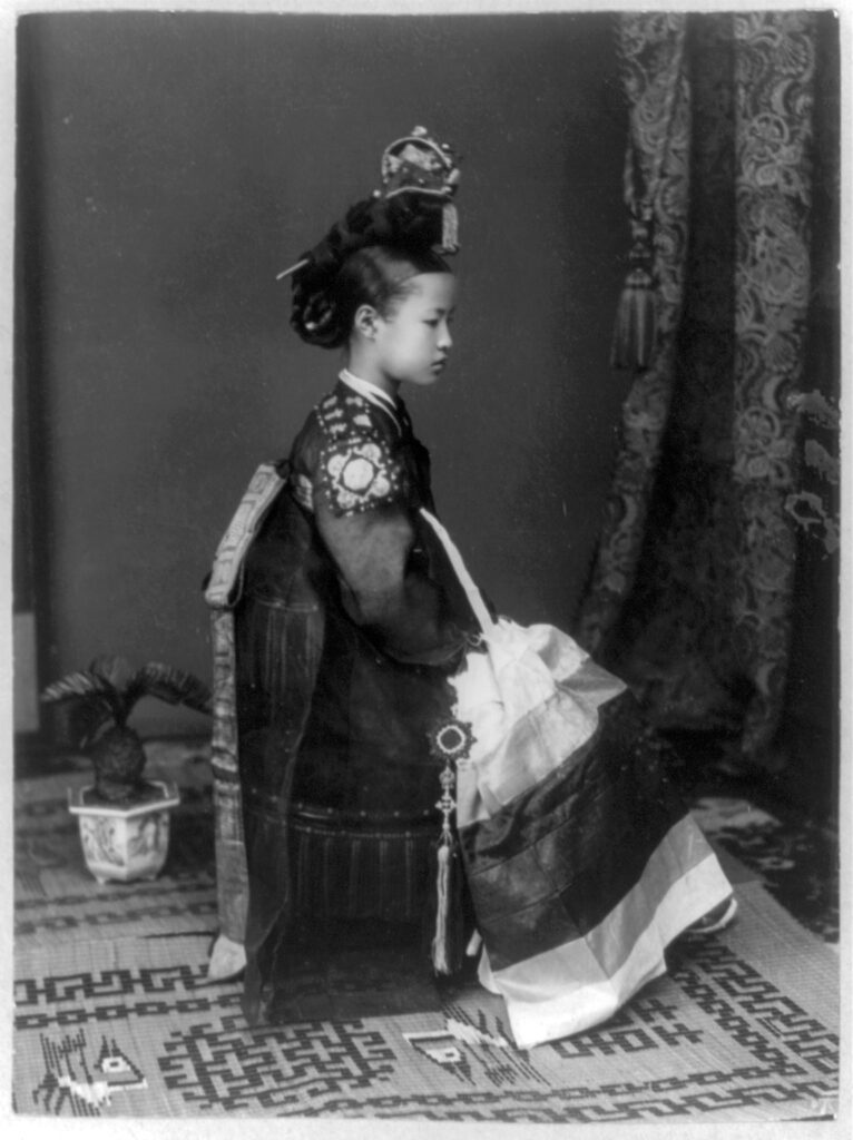 a gisaeng girl in 1910