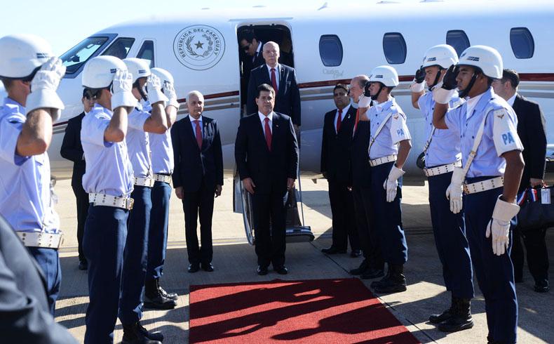 Paraguay: Presidente Cartes mantiene su promesa de honestidad y patriotismo