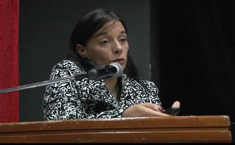 """La Dra. Anahí Serra, única paraguaya entre los dos españoles que dieron conferencias, habló sobre """"Redes y Psiquiatría"""""""
