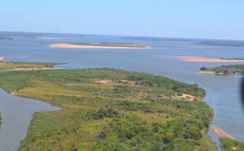 Confluencia de los rios Paraná / Paraguay