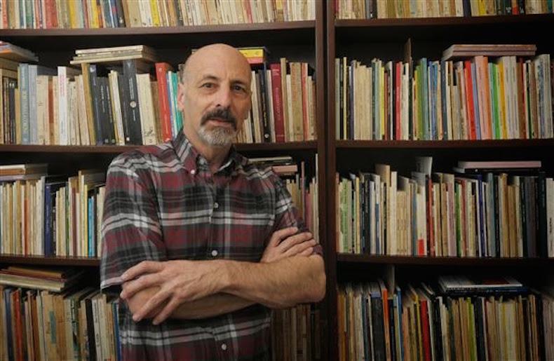 César Cantoni: sus respuestas y poemas
