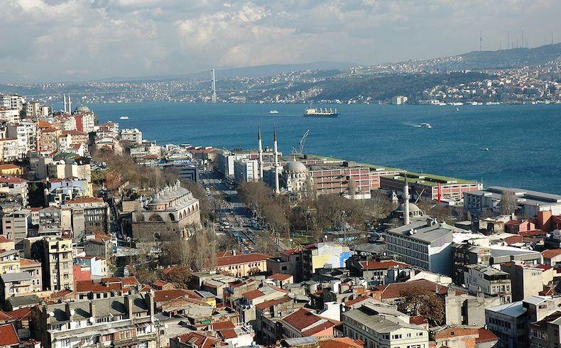 Atentado en Estambul se cobra la vida de 38 personas