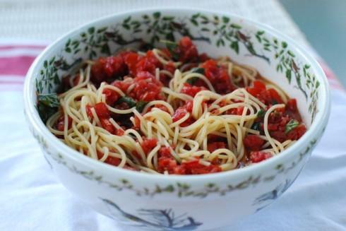 Spaghetti with Raw Tomato Basil Sauce