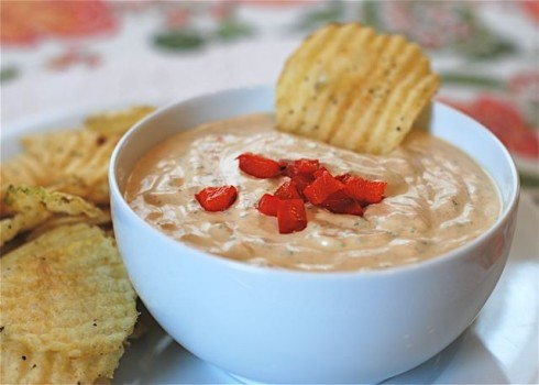 Roasted Red Pepper & Spinach Dip with Kettle Chips for the Holidays