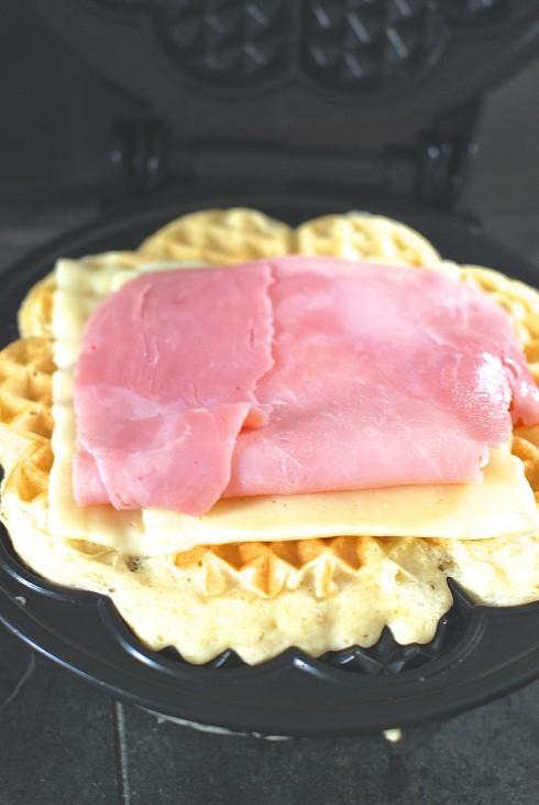 Arla Dofino Havarti Waffle 2