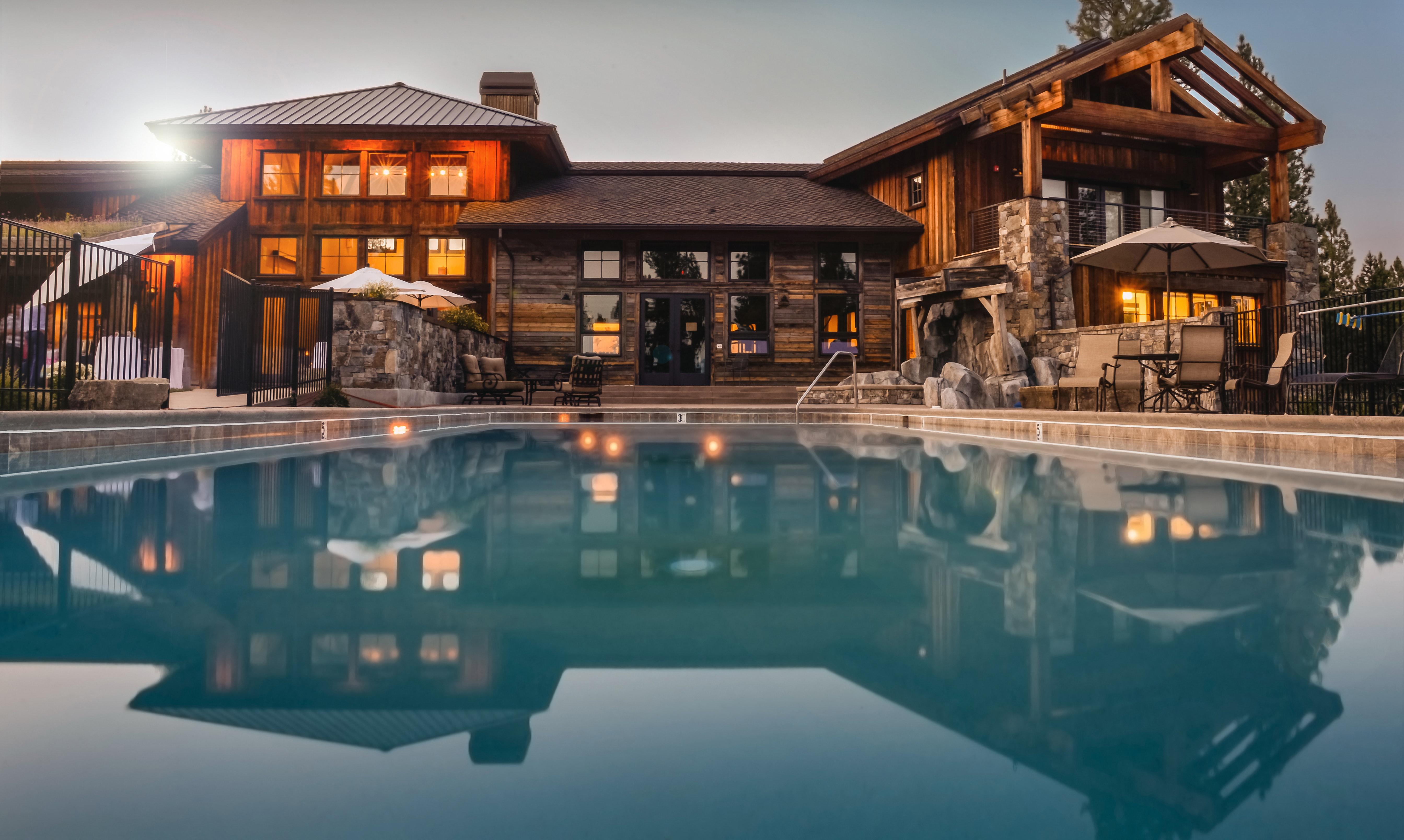 backyard-lights-mansion-32870