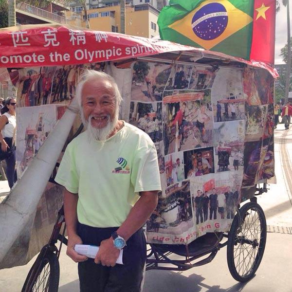 Un chino, un triciclo y su espíritu olímpico