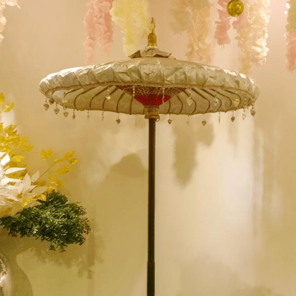 payung-silver-wedding-deco