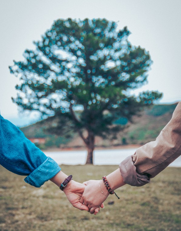 couple holding hands at Couples therapy workshop in westchester ny