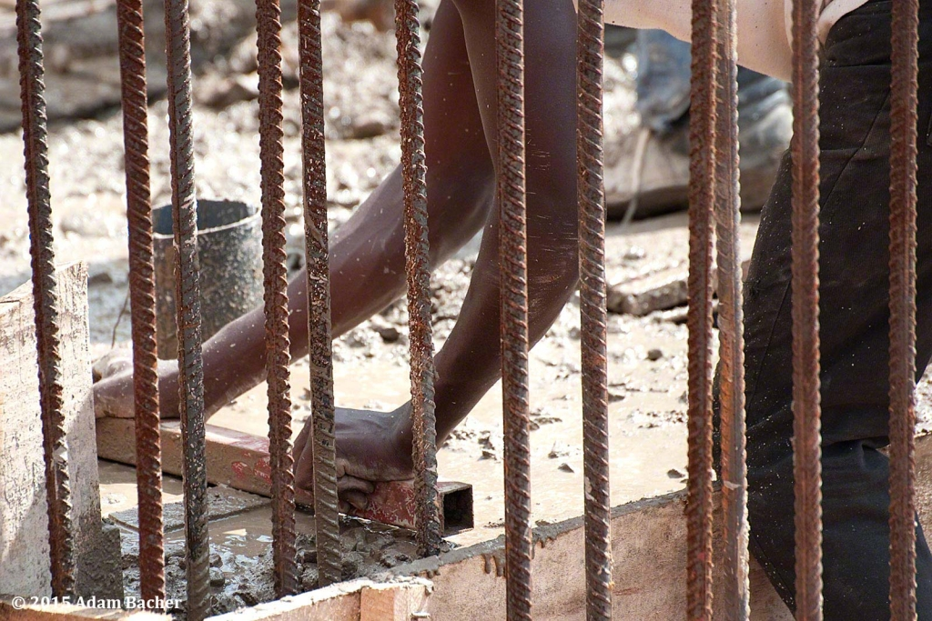 portland oregon editorial photographer - rwanda construction worker