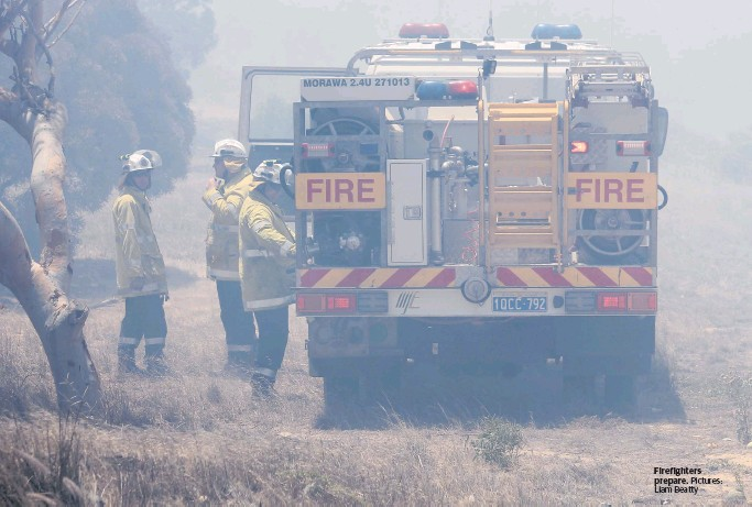 Geraldton Guardian: Crews fight Karloo fire
