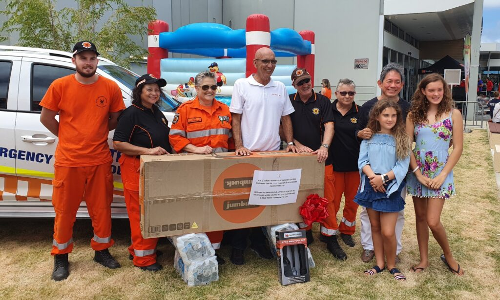Two Rocks SES volunteers with Butler MLA John Quigley, his daughters Ruby and Lily and YBJV chief executive Gin Wah Ang.