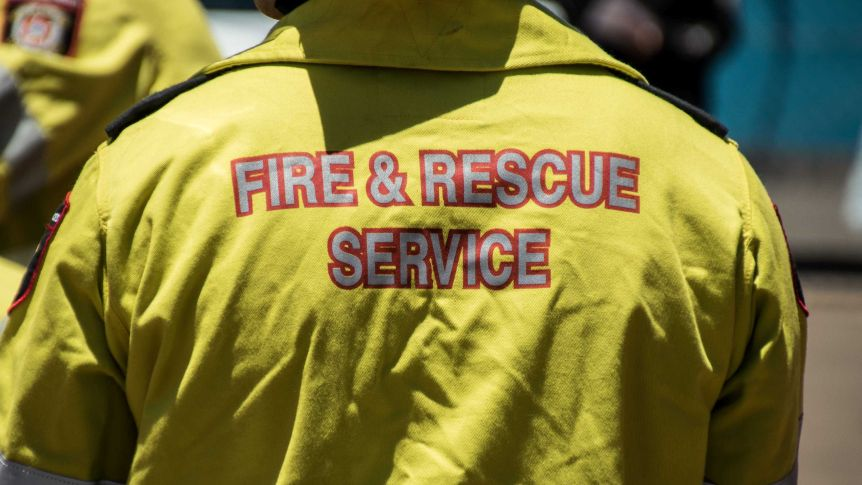 Career firefighters claim they have been told to cut back on overtime and rely more on volunteer brigades.(ABC Goldfields-Esperance: Jarrod Lucas)