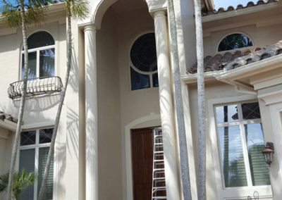 Paint colors highlight dramatic entrance of Marco Island home