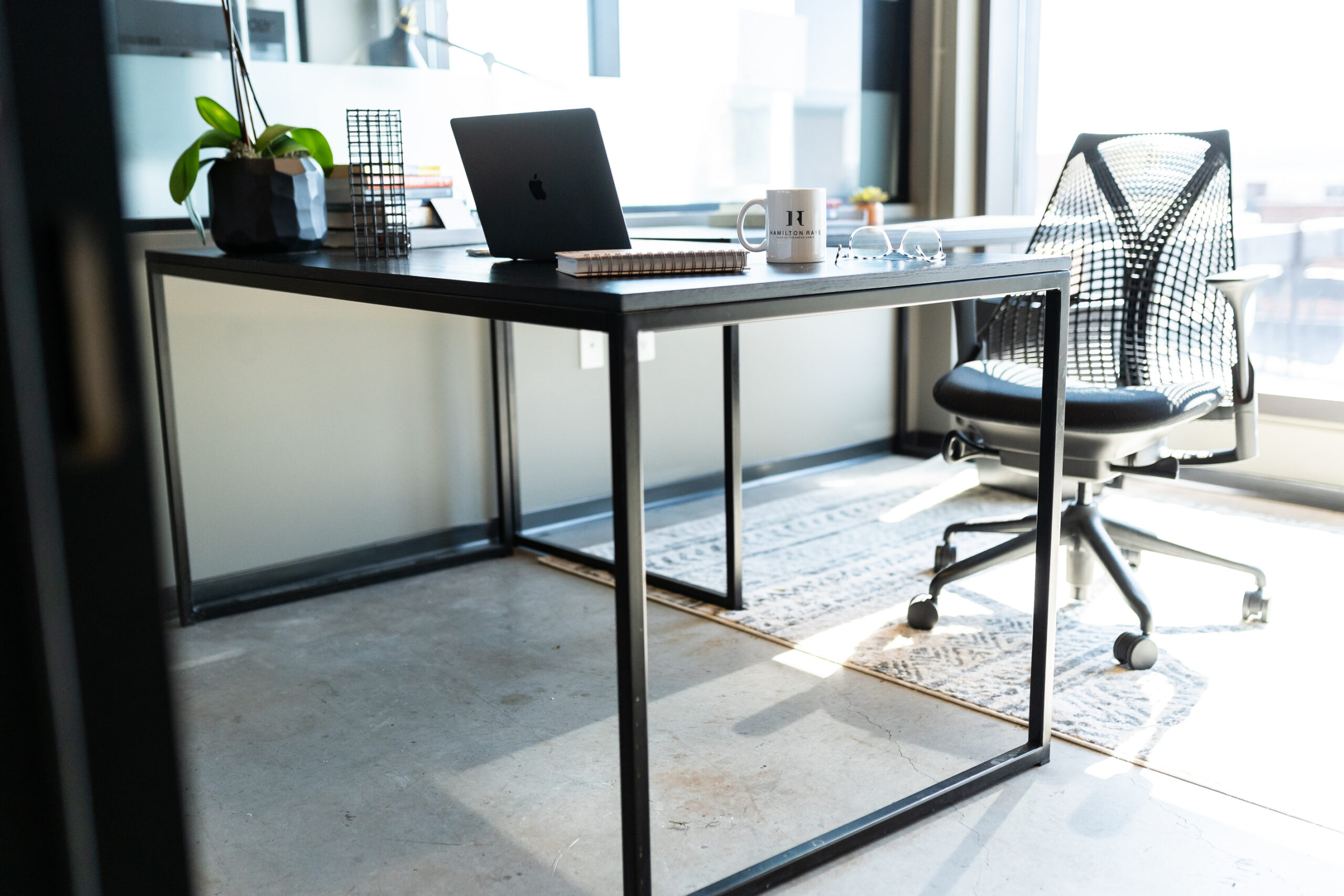 Simplify Your Workspace With The Ananda Edit.