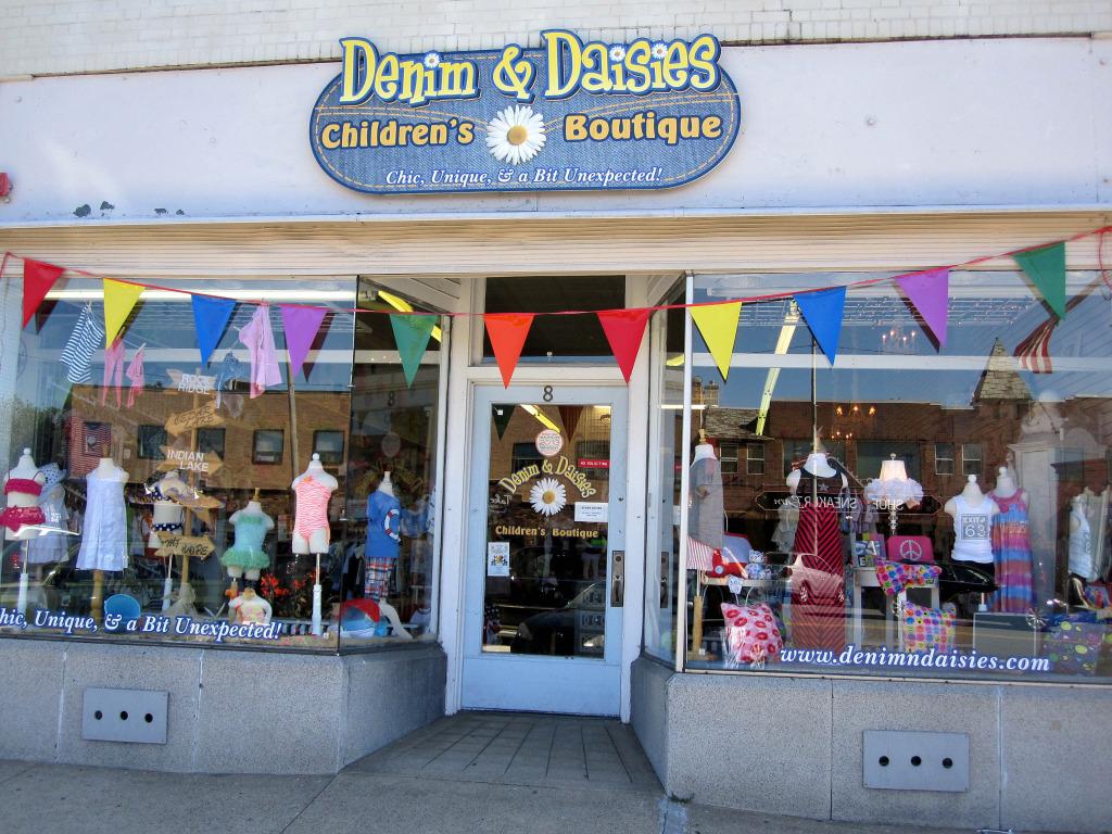 Denim_and_Daisies_Boutique_Exterior