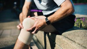 Running man with knee pain