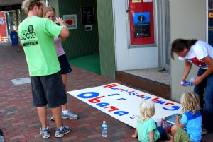 Childrem and parents help make Obama campaign signs at the office in Harrisonburg, va