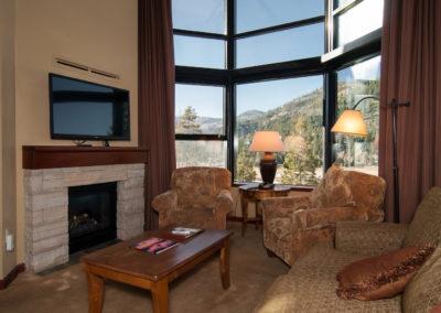 RSC834 - Living Room w/ Fireplace