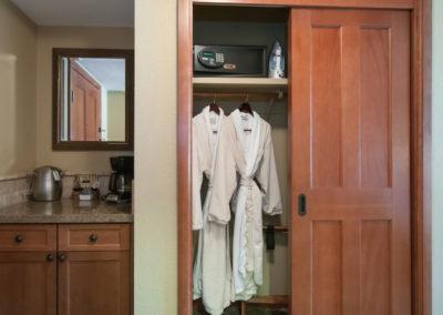 RSC836 - Queen Rm - Closet w/ Spa Robes