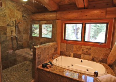 Master Suite 1 - Bath - jetted tub & double shower