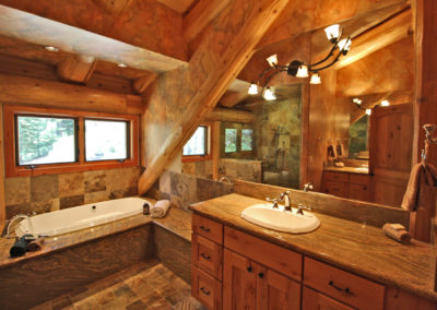 Master Suite 1 - Bath - jetted tub & sink