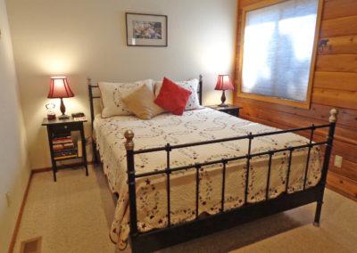 16 BR 2 - Queen Bed