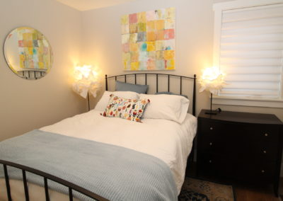 BR 2 - Queen bed & Private Bath