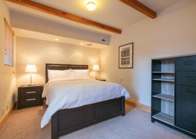 Bedroom 6 - Queen Bed