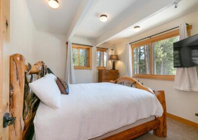 Bedroom 7 - King Bed