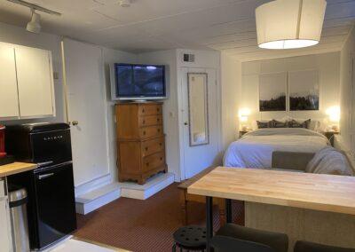 2 Hideaway Studio