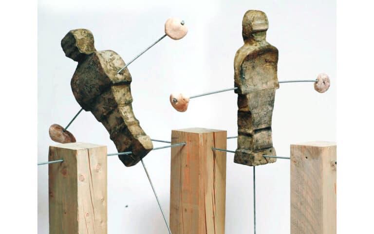 שיווי משקל, 2008, מיצב בתנועה, קלקר מצופה, עץ, ואבן, 210 על 140 ס''מ  [הוצג בתערוכת שיווי משקל בבית מאירוב, חולון]