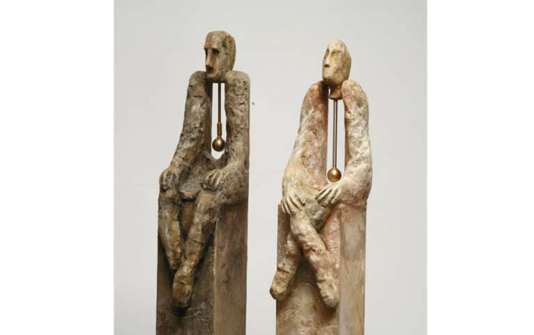 יס מנים, 2008, חימר סינטטי ועץ, 15 על 15 על 140 ס''מ  [הופיע בתערוכת שיווי משקל, בית מאירוב, חולון]